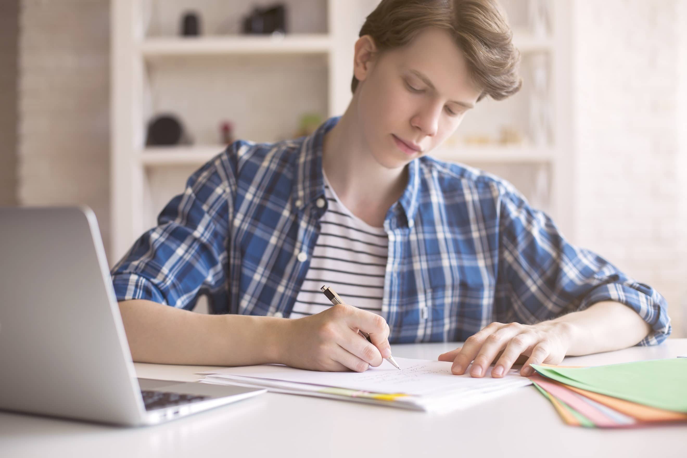 4 tips om je kind te helpen met leren